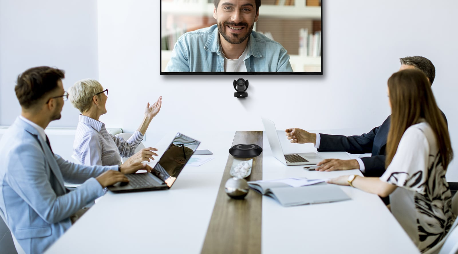Lifestyle image of VC520 Pro2 system in conference room